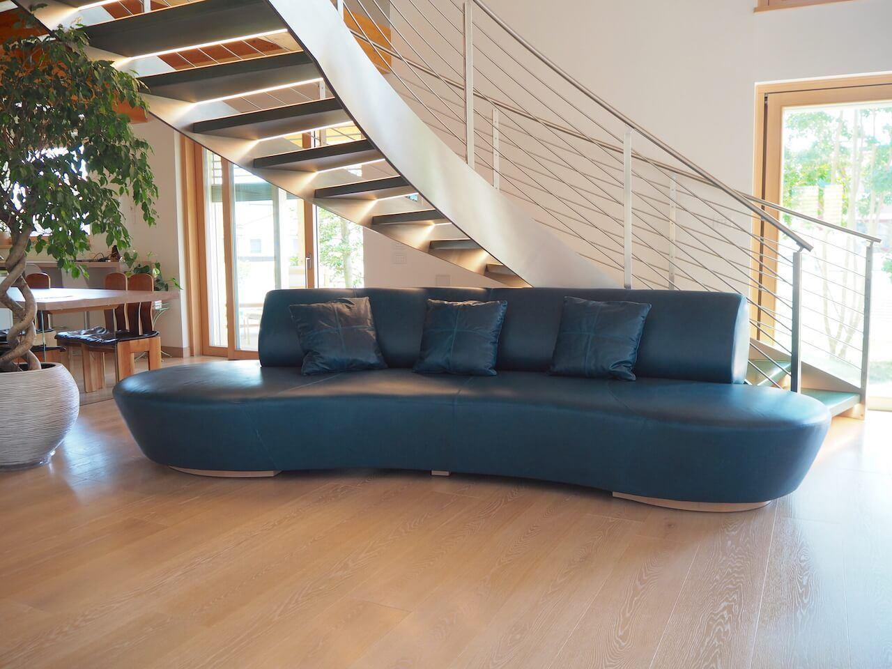 divano su progetto artigianale